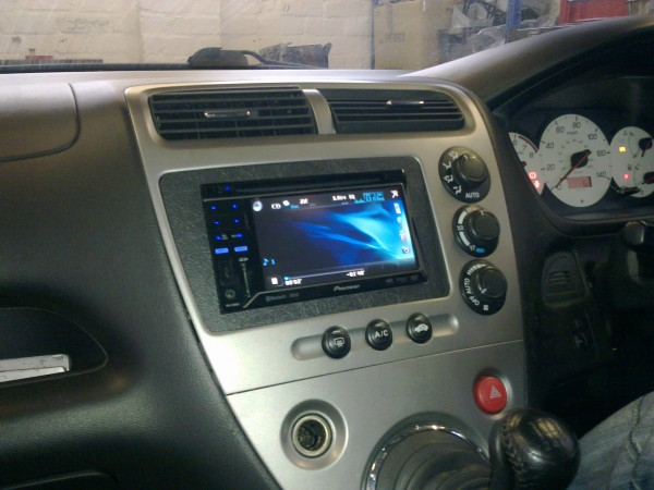 Pioneer AVH-3200BT fitted to Honda Civic 2004
