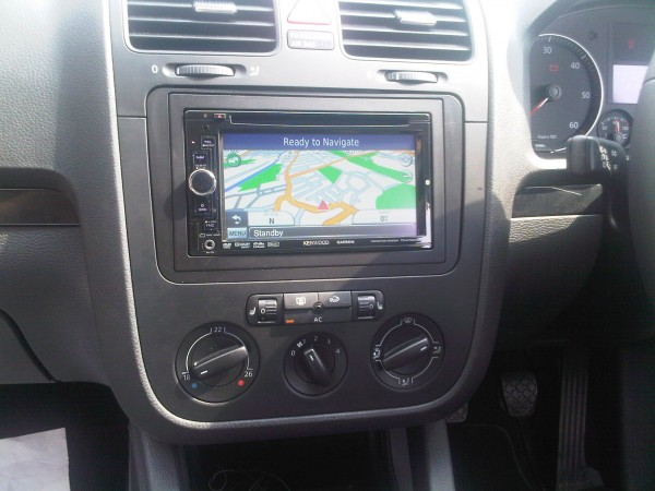 kenwood dnx-5260bt installed in vw mk5 at tooting store – car audio