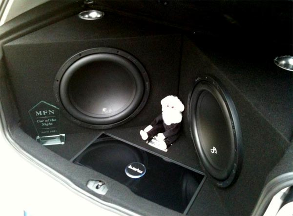 VW Golf MK4 IN Phase audio install XT15 IPA4001D